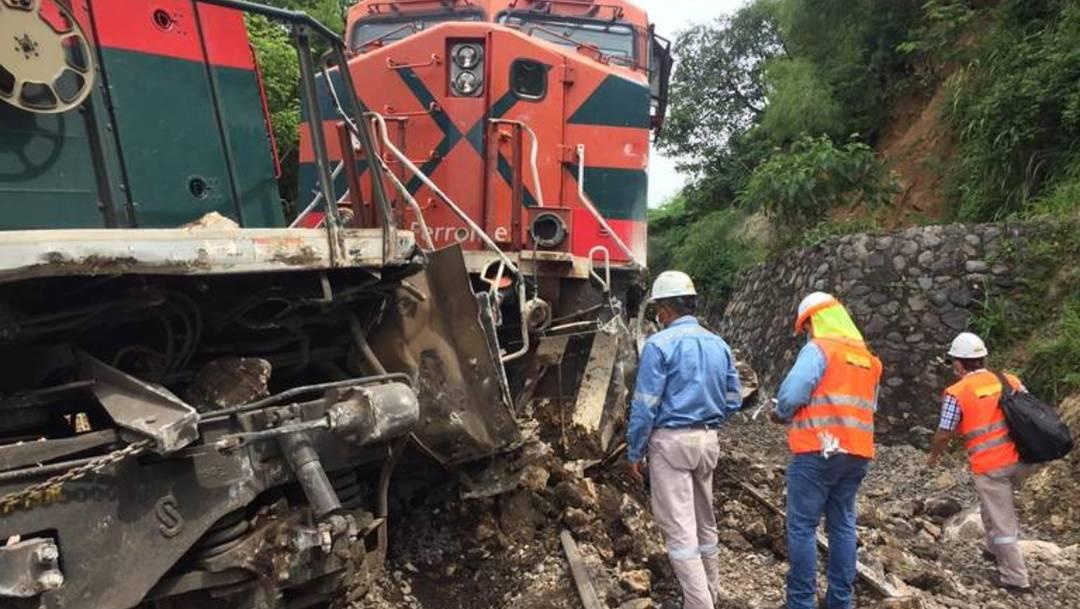 Un derrumbe de piedras ocasionó el descarrilamiento de un tren en el municipio de Tonila, al sur de Jalisco, dejando un saldo de tres personas lesionadas