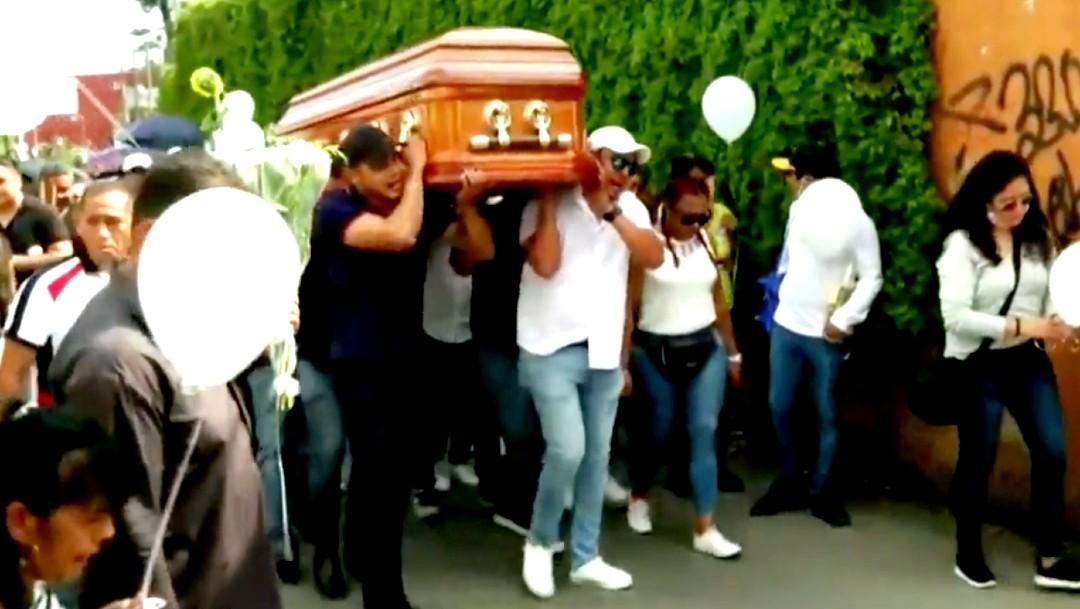 Familiares y amigos despiden a menores asesinados en un velorio en Cuernavaca