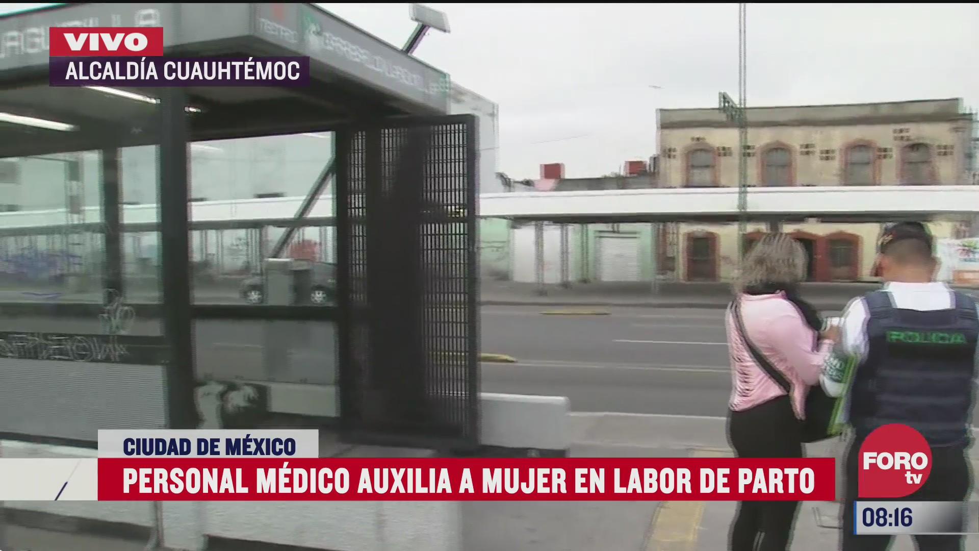 personal medico auxilia a mujer por labor de parto en el metro cdmx