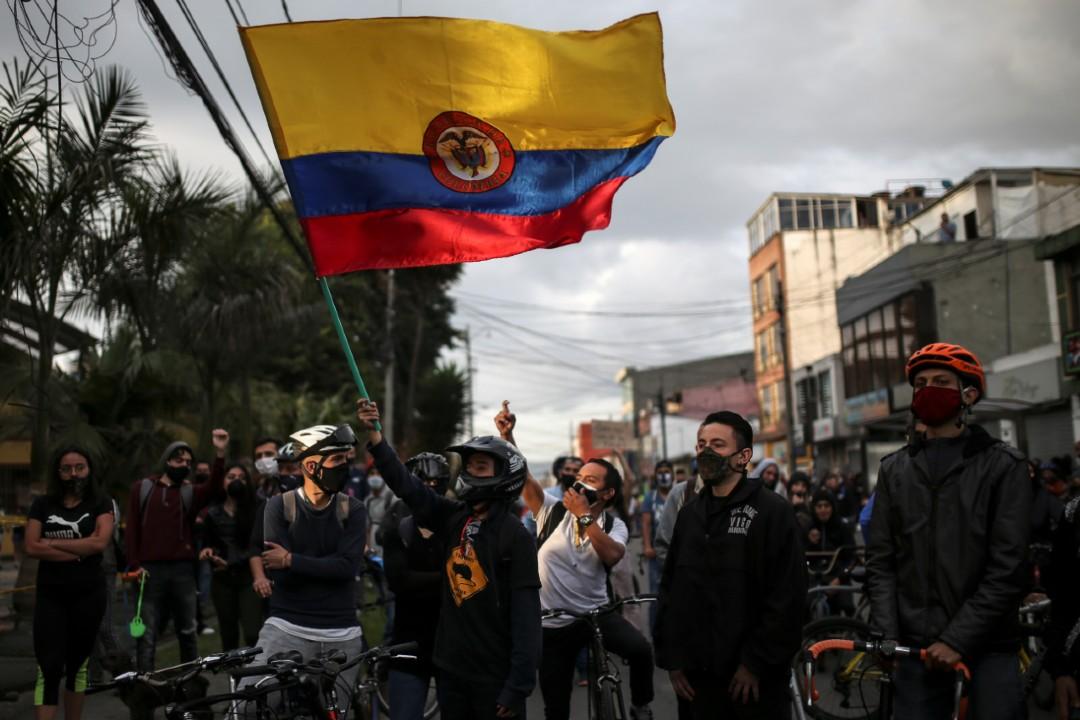 Suman-10-muertos-en-protestas-por-abuso-policial-en-Colombia
