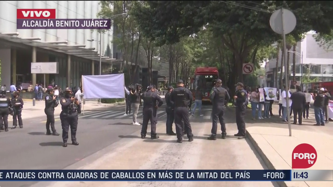 transportistas bloquean insurgentes sur a la altura de la sct