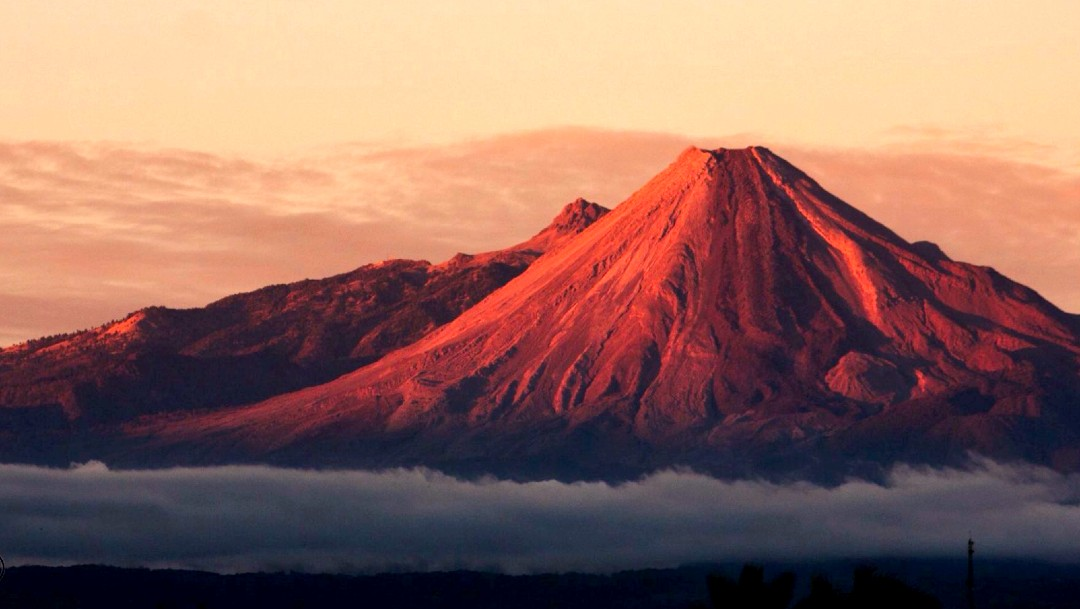 Caen los primeros lahares del Volcán de Fuego de Colima