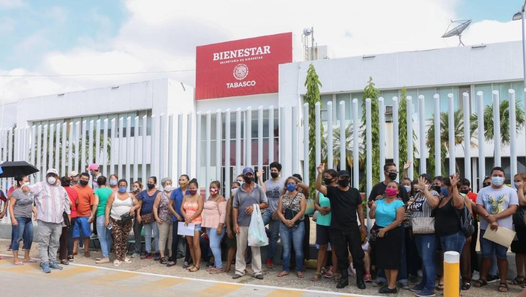 Afectados por inundaciones en Tabasco reactivan protesta, exigen ser censados