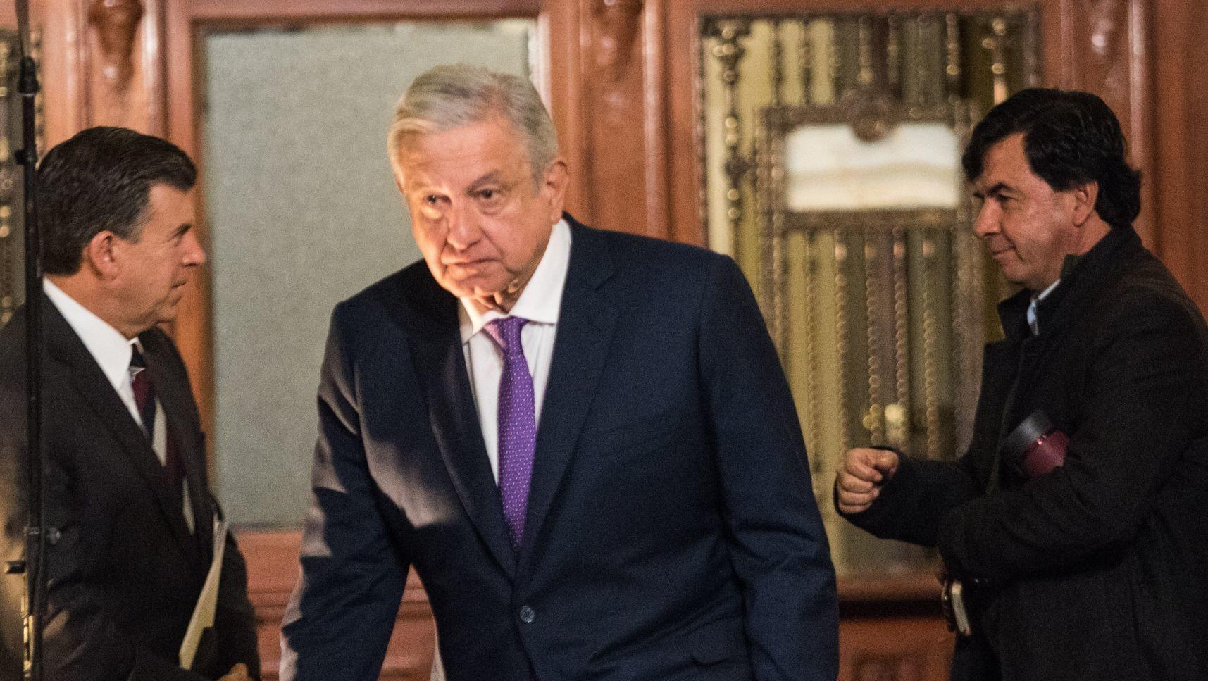 AMLO reducirá impuestos y aumentará el salario mínimo en el sur de México