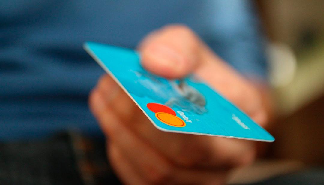Bancos pueden congelar deudas de tarjetas de crédito y reducir tasas de interés