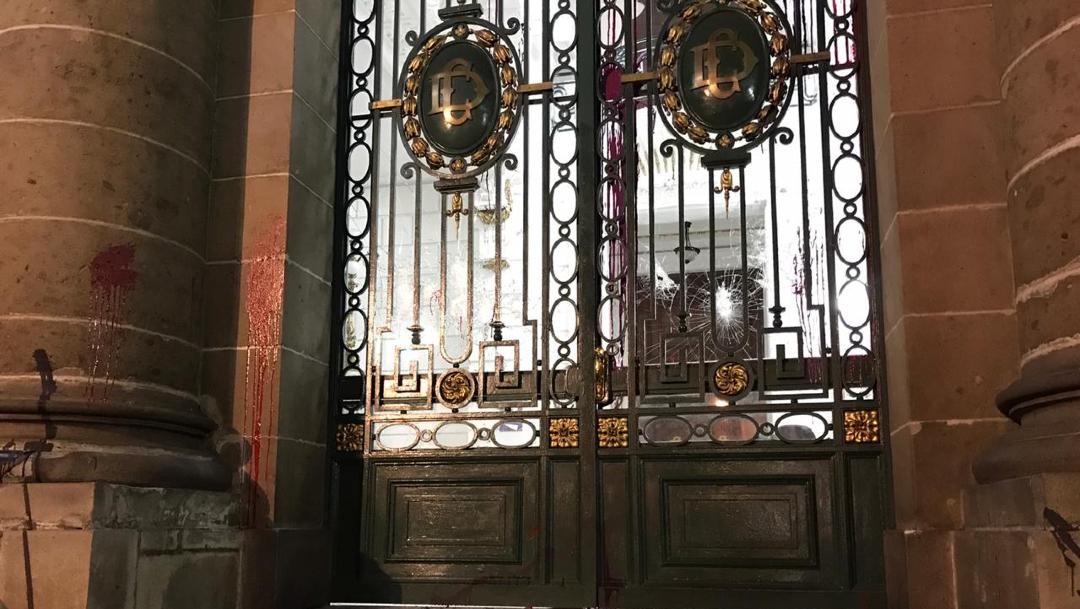 encapuchadas vandalizan congreso de cdmx