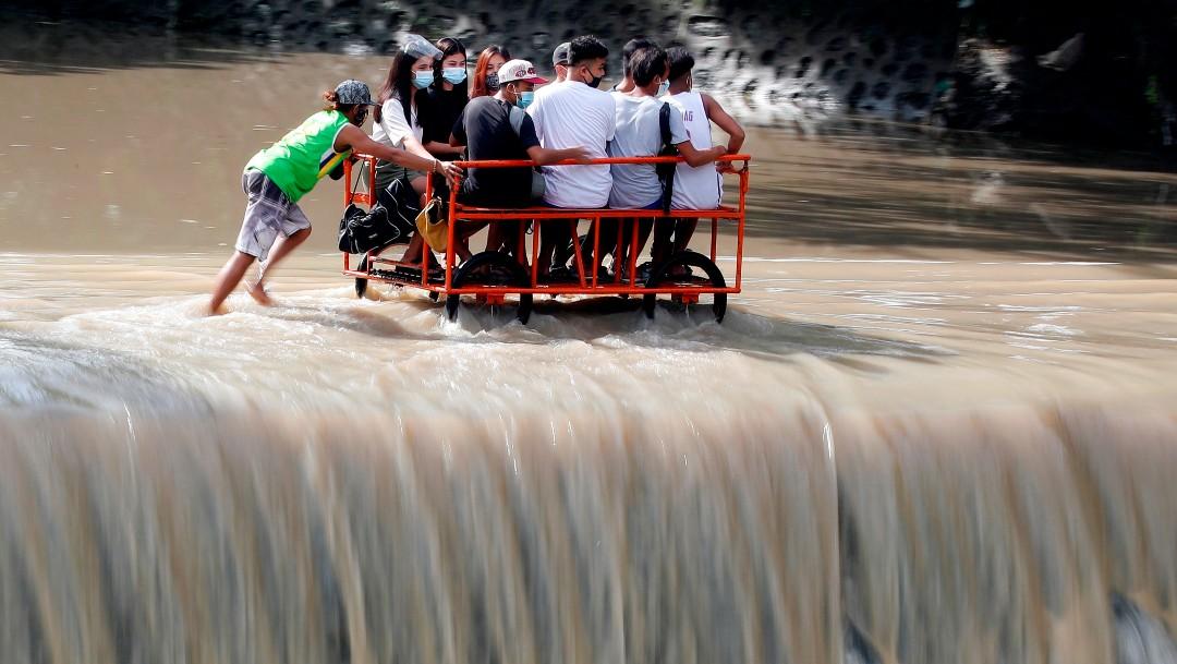Evacúan a más de 30 mil personas en Filipinas por tifón Molave