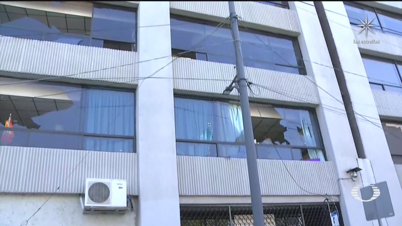 feministas realizan destrozos en instalaciones de la direccion del colegio de bachilleres