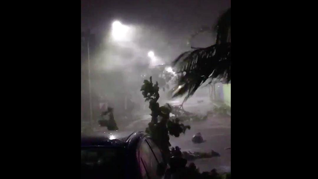 Huracán Zeta impacta con fuerza en Quintana Roo y se degrada a tormenta tropical