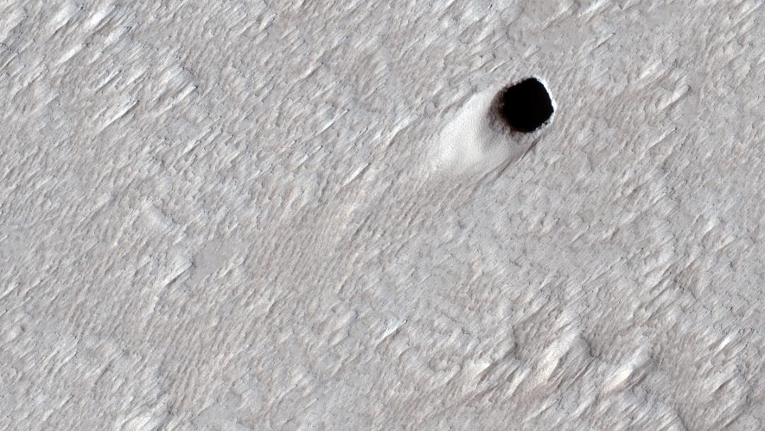 NASA encuentra tubo gigante de lava en Marte