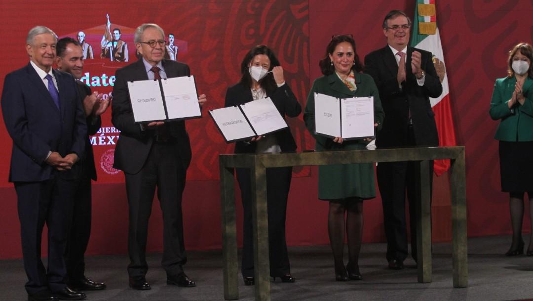 México firma acuerdos con farmacéuticas para vacuna COVID-19