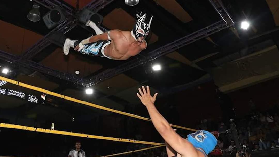 Muere el luchador Príncipe Aéreo durante una función en el Edomex