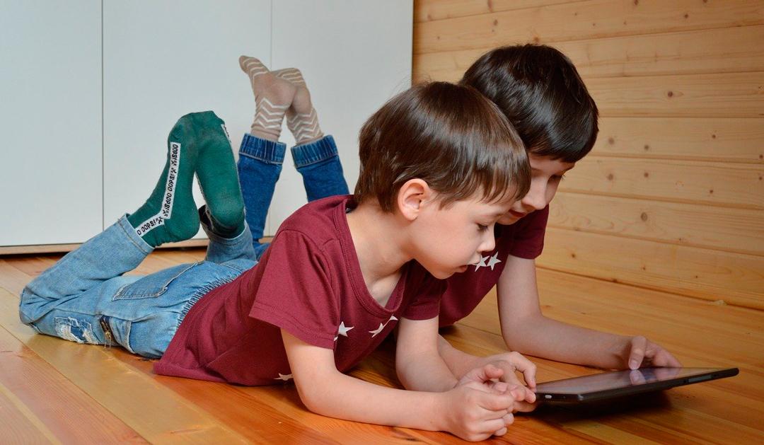 """Niños llamados """"nativos digitales"""" tienen menos IQ que sus padres"""
