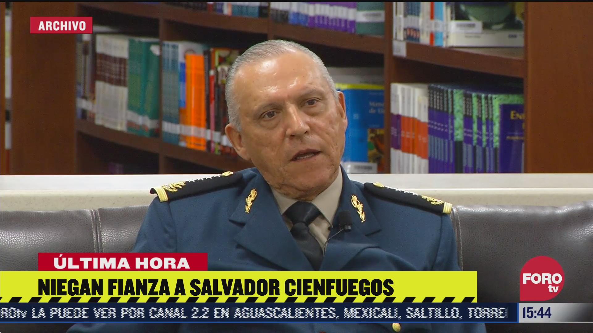 Niegan libertad bajo fianza a Salvador Cienfuegos por temor a fuga