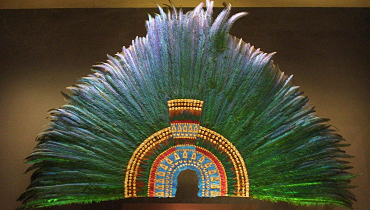 Los misterios y la historia del penacho de Moctezuma