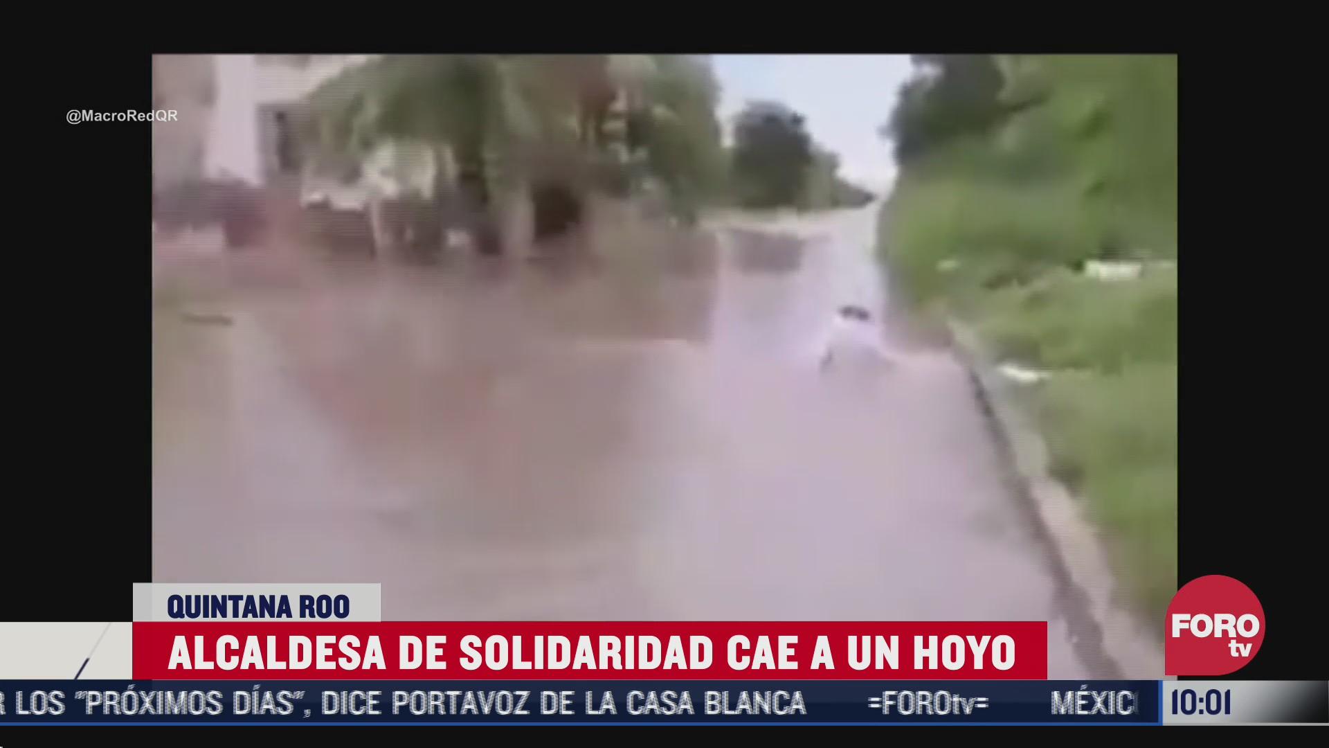 presidenta municipal de solidaridad quintana roo cae a hoyo durante recorrido