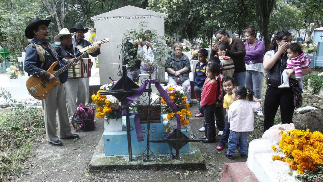 Se analizan criterios para visitantes en panteones por Día de Muertos_ López-Gatell