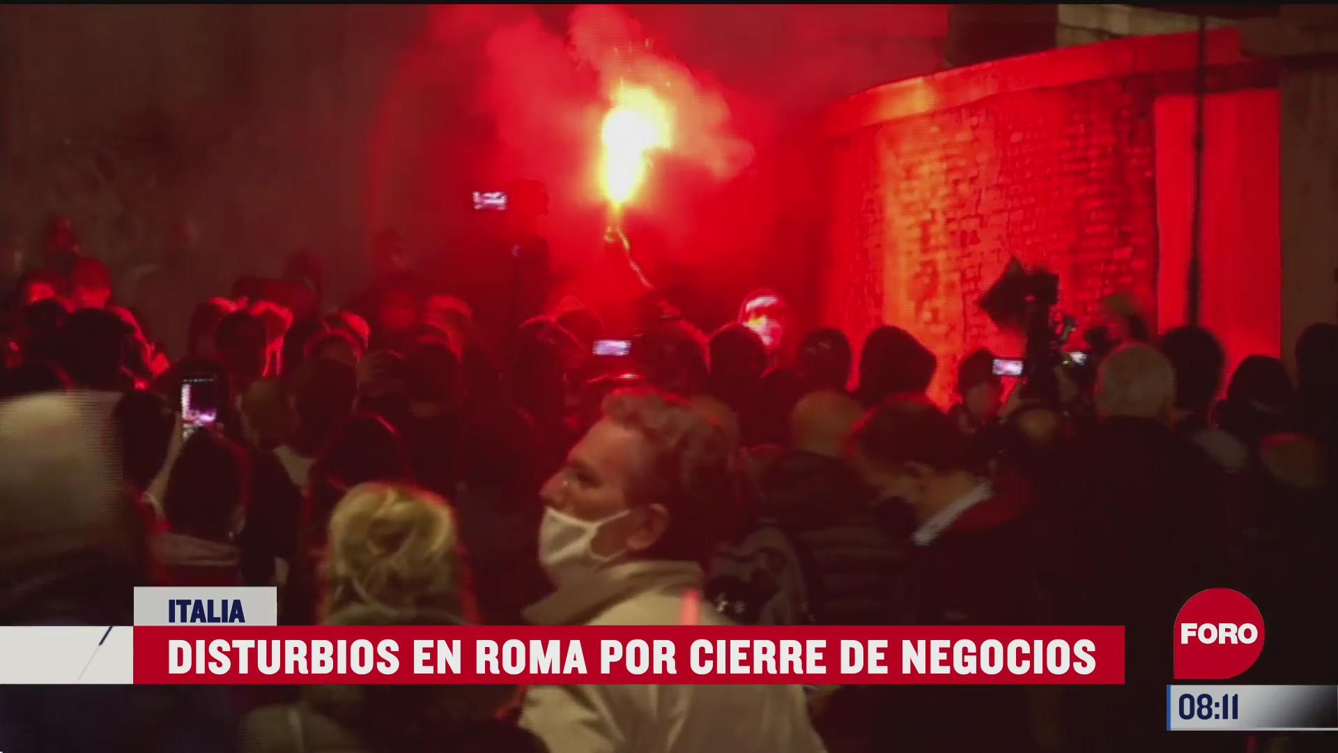 se desatan disturbios en italia por cierre de negocios tras covid
