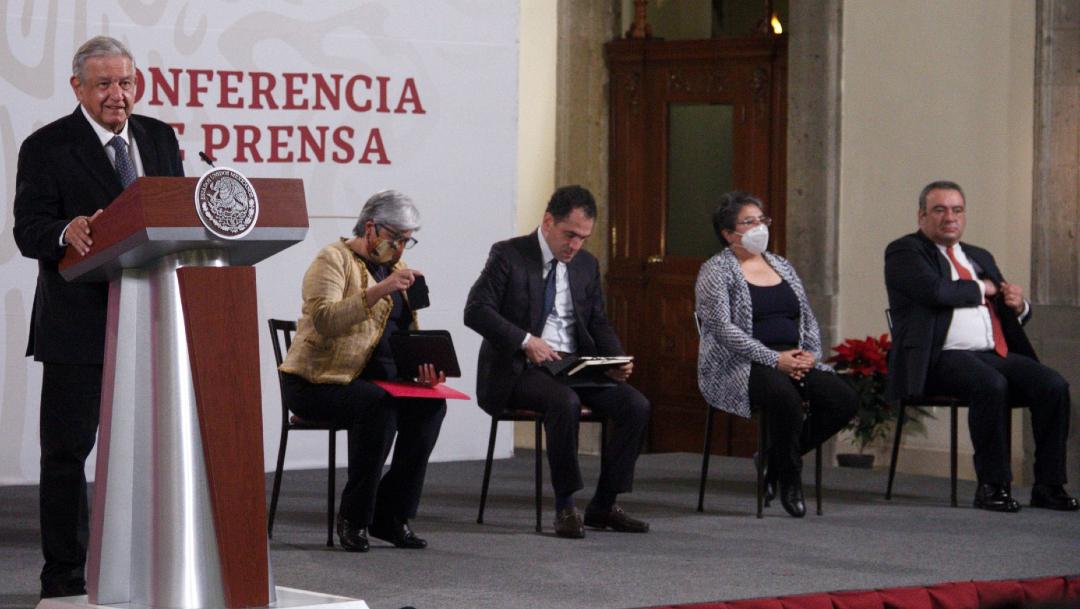Andrés Manuel López Obrador, presidente de México acompañado de Graciela Márquez, secretaria de Economía; Arturo Herrera, secretario de Hacienda y Crédito público; Raquel Buenrostro, titular del SAT durante la conferencia matutina