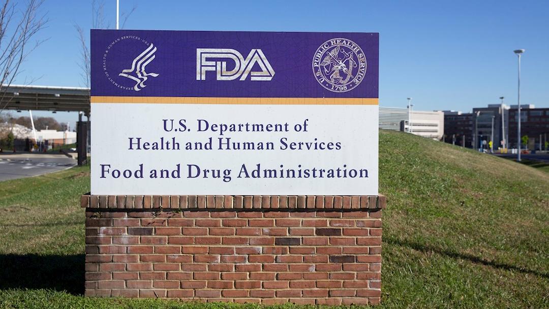 Vista del letrero de la Agencia de Alimentos y Medicamentos de EEUU (FDA) en Silver Spring, Maryland