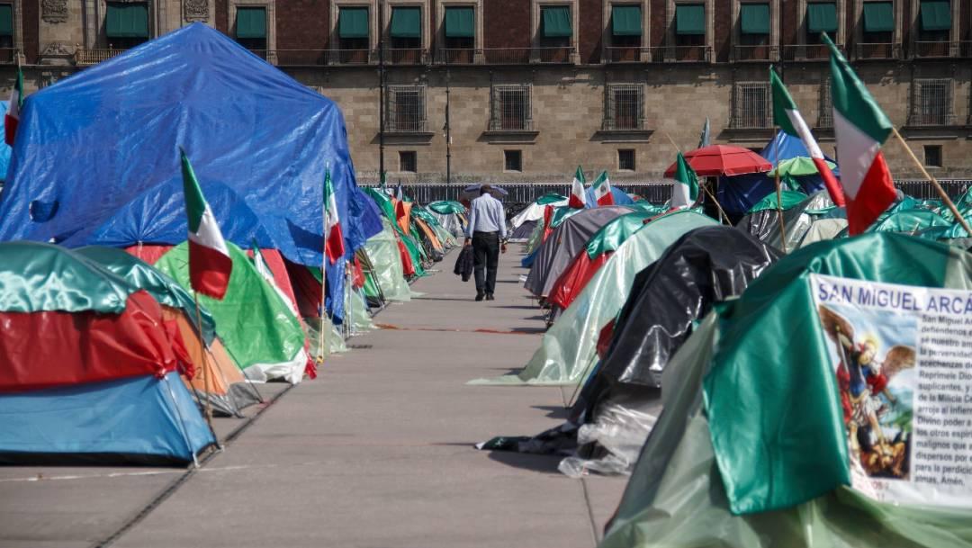 Integrantes del FRENA informaron que retirarán esta noche el campamento que mantienen en el Zócalo capitalino