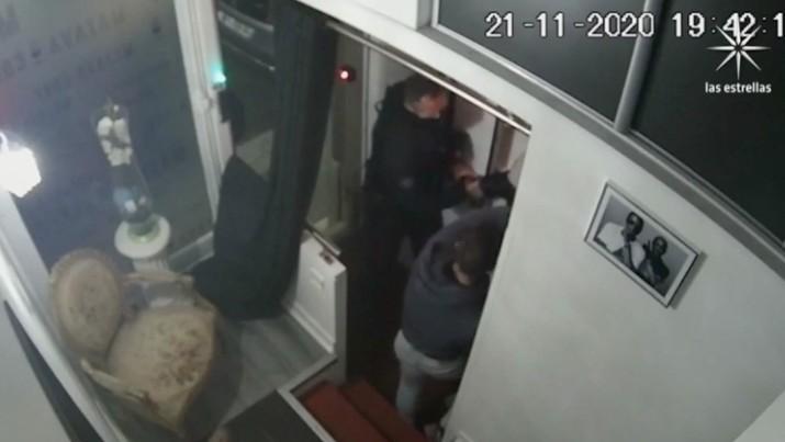Conmociona a Macron video de golpiza a negro por policías