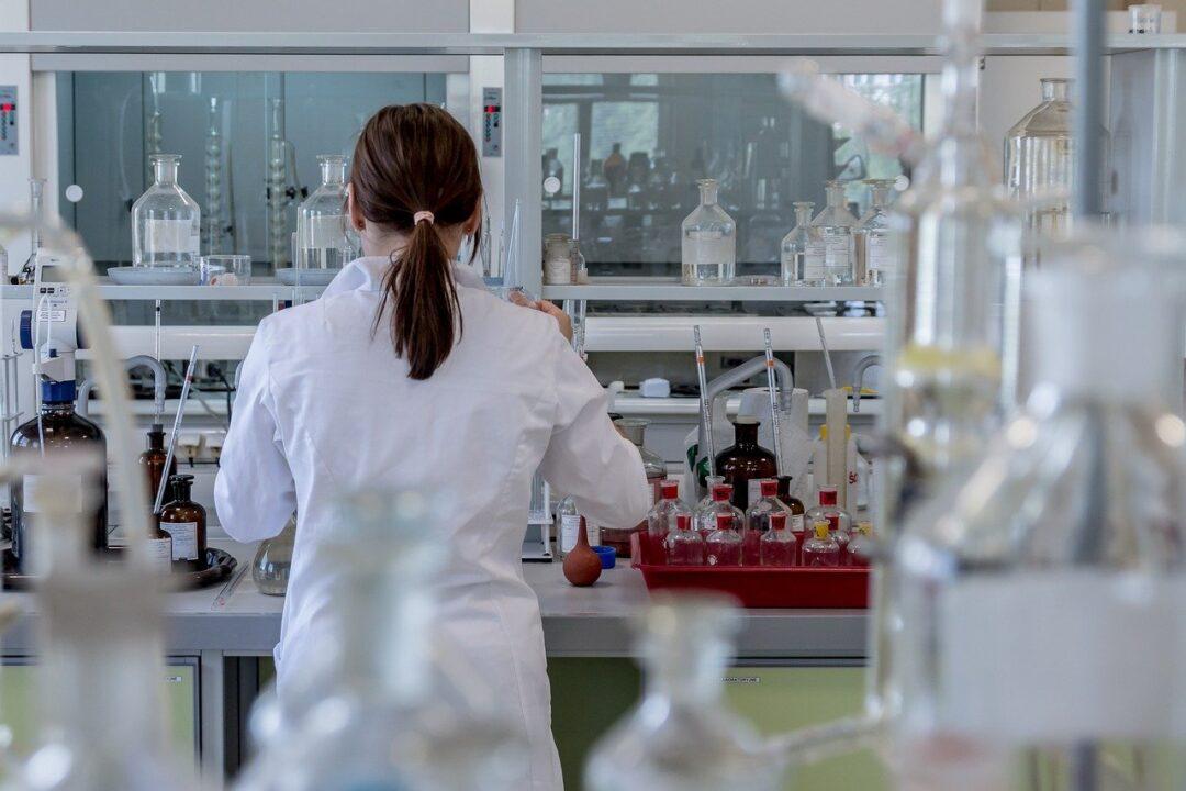 Detectan pacientes graves de COVID-19 con prueba de sangre