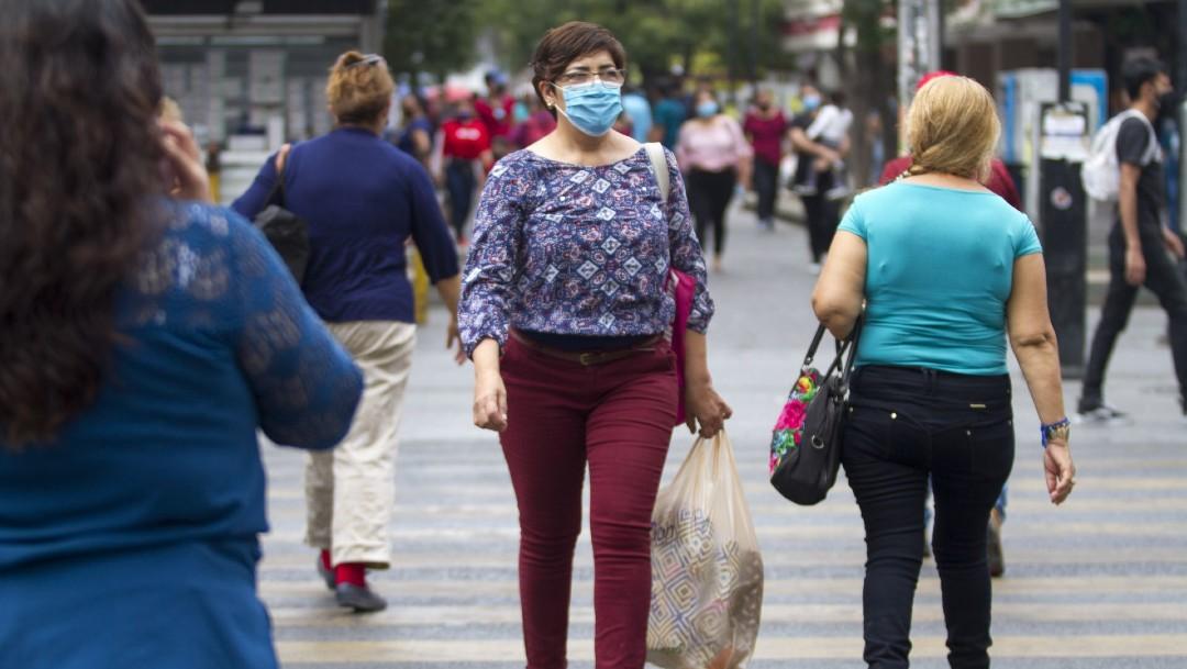 Personas con cubrebocas en Nuevo León