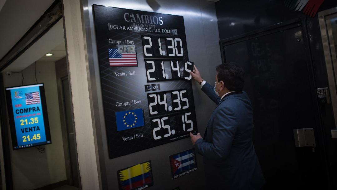 Peso vence al dólar al cotizar en 19.99 por unidad, nivel no visto desde marzo