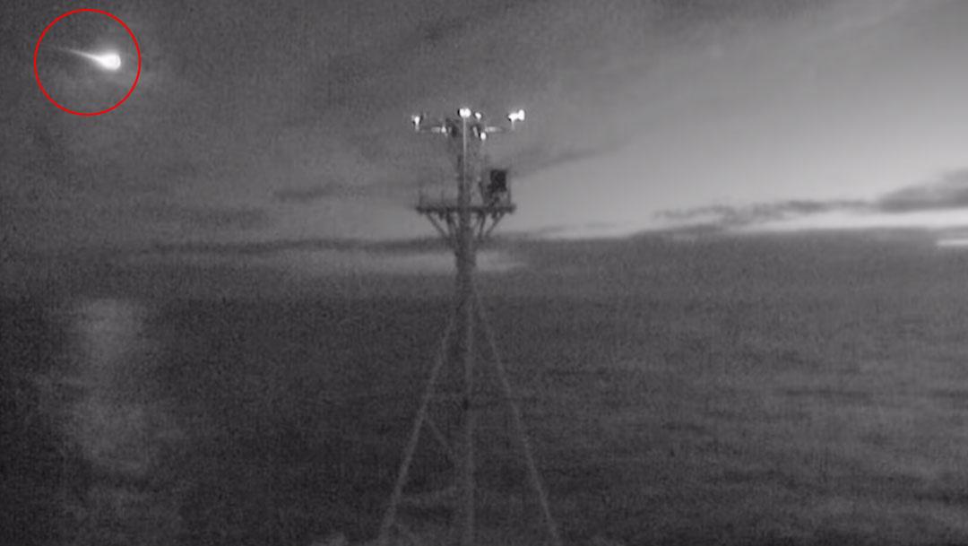 La tripulación del buque CSIRO Investigator de Australia capturó en video el momento preciso de la caída del meteorito