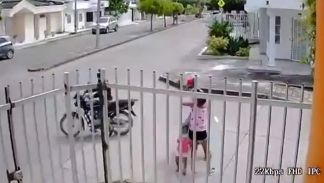 En Colombia, esta valiente mujer no dudó en enfrentar a dos ladrones armados y logró la captura de uno de ellos