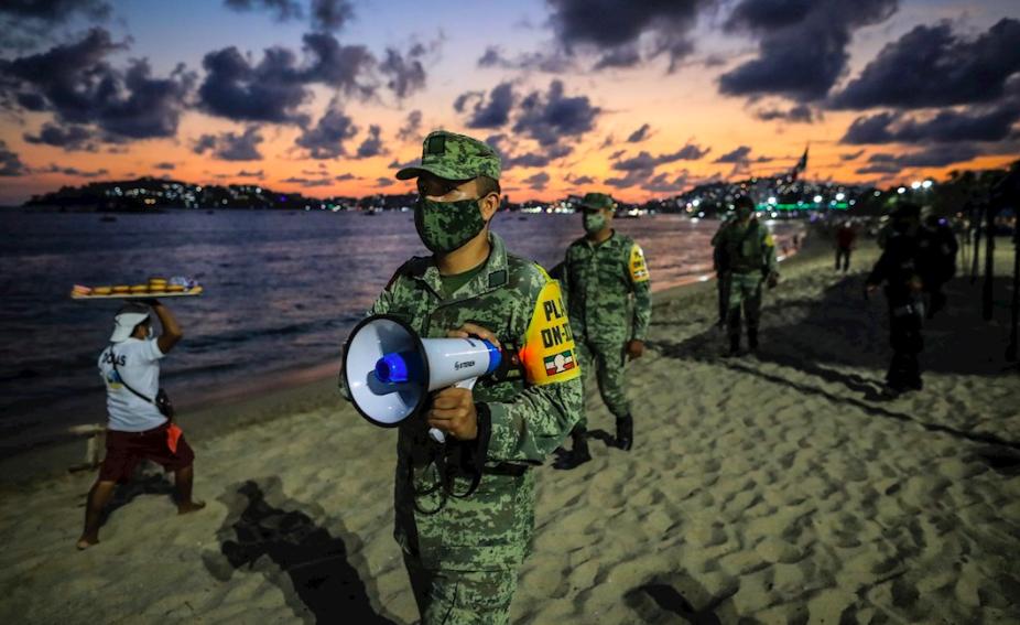 Cierran playas de Acapulco para evitar contagios de COVID-19