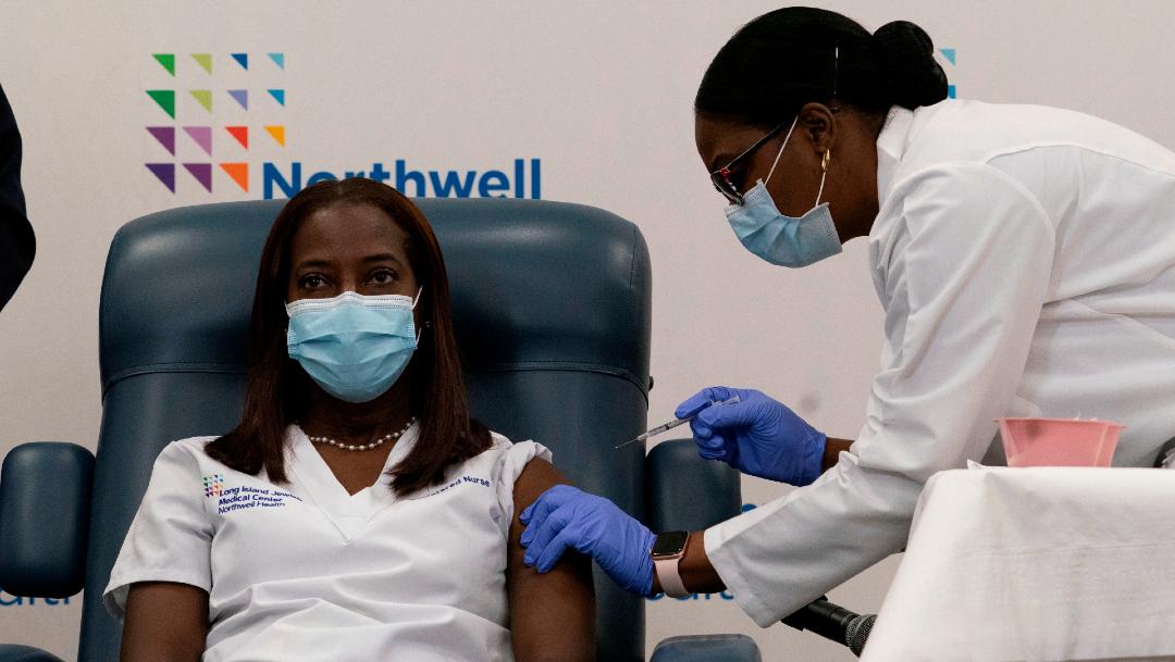 EEUU inicia vacunación contra COVID-19; enfermera, la primera en recibirla