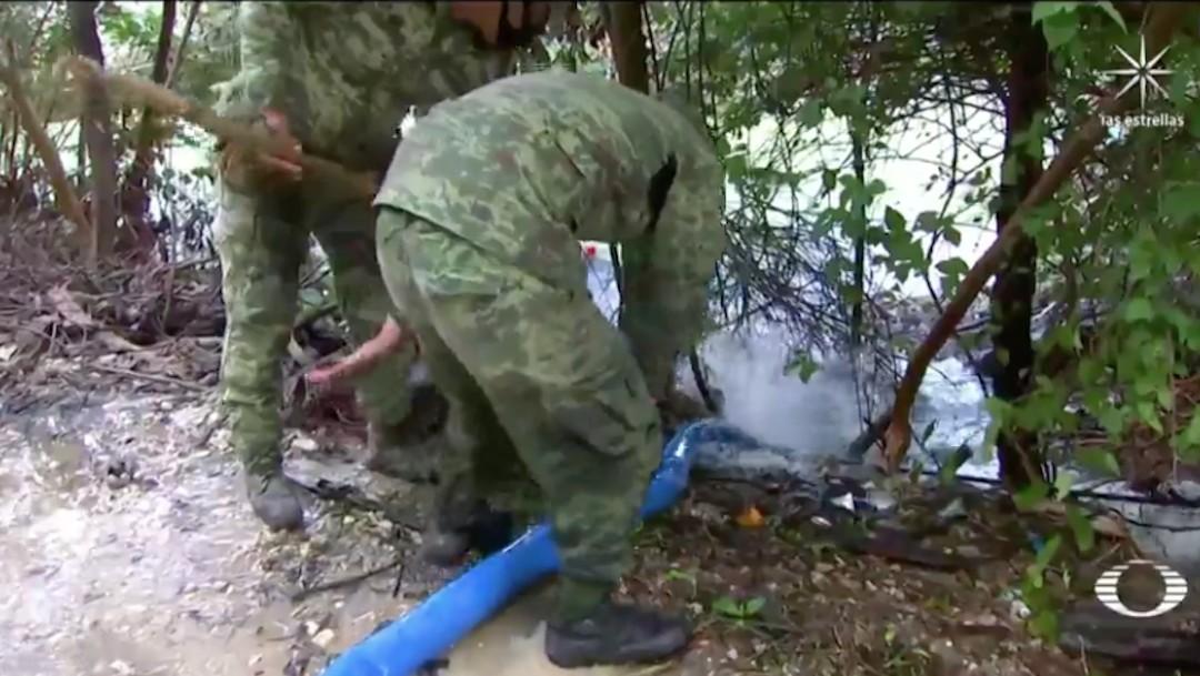 Ejército drena áreas inundadas en Villahermosa, Tabasco, y baja nivel del agua