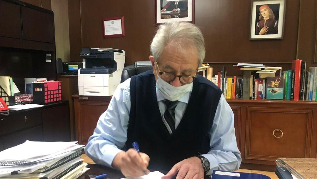 El secretario de Salud, Jorge Alcocer, firma convenio con Pfizer