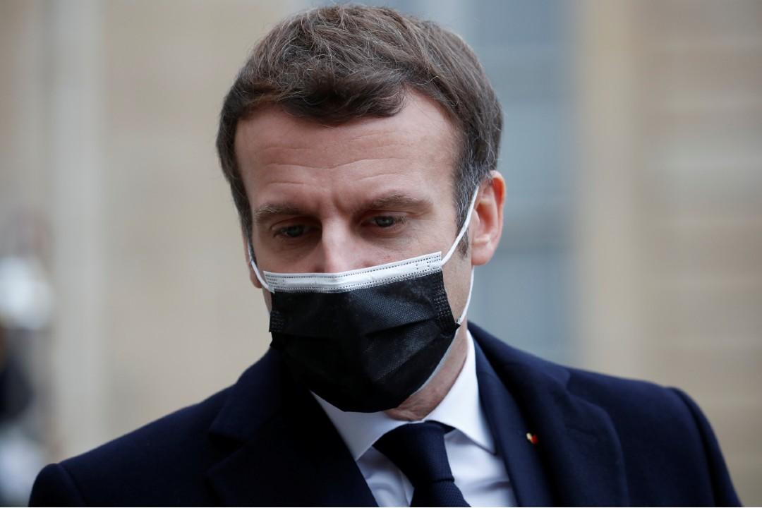 Video: Dan cachetada a Emmanuel Macron, presidente de Francia