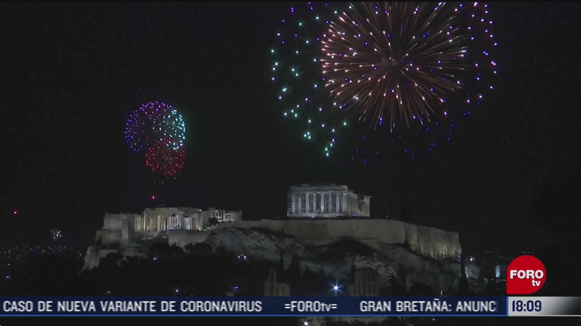 grecia recibio año nuevo el 2021 con fuegos artificiales en la acropolis