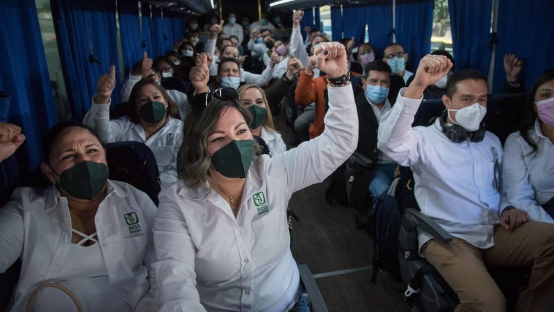 42 profesionales del IMSS arribaron este sábado a la CDMX procedentes de Hermosillo, Sonora