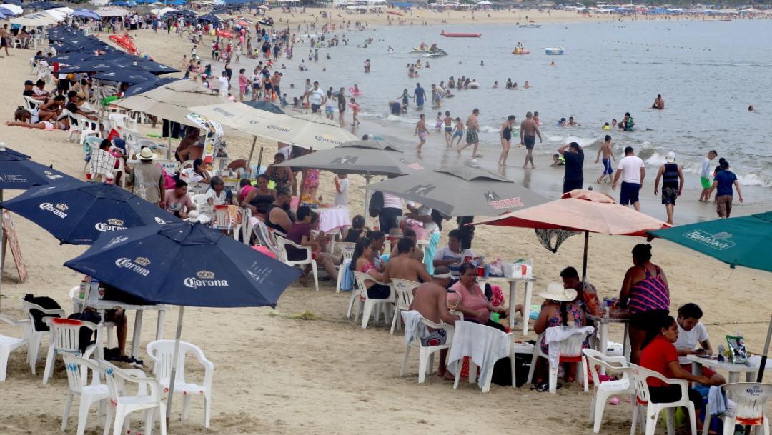 Fotos: Playas de Acapulco se llenan de turistas pese a COVID