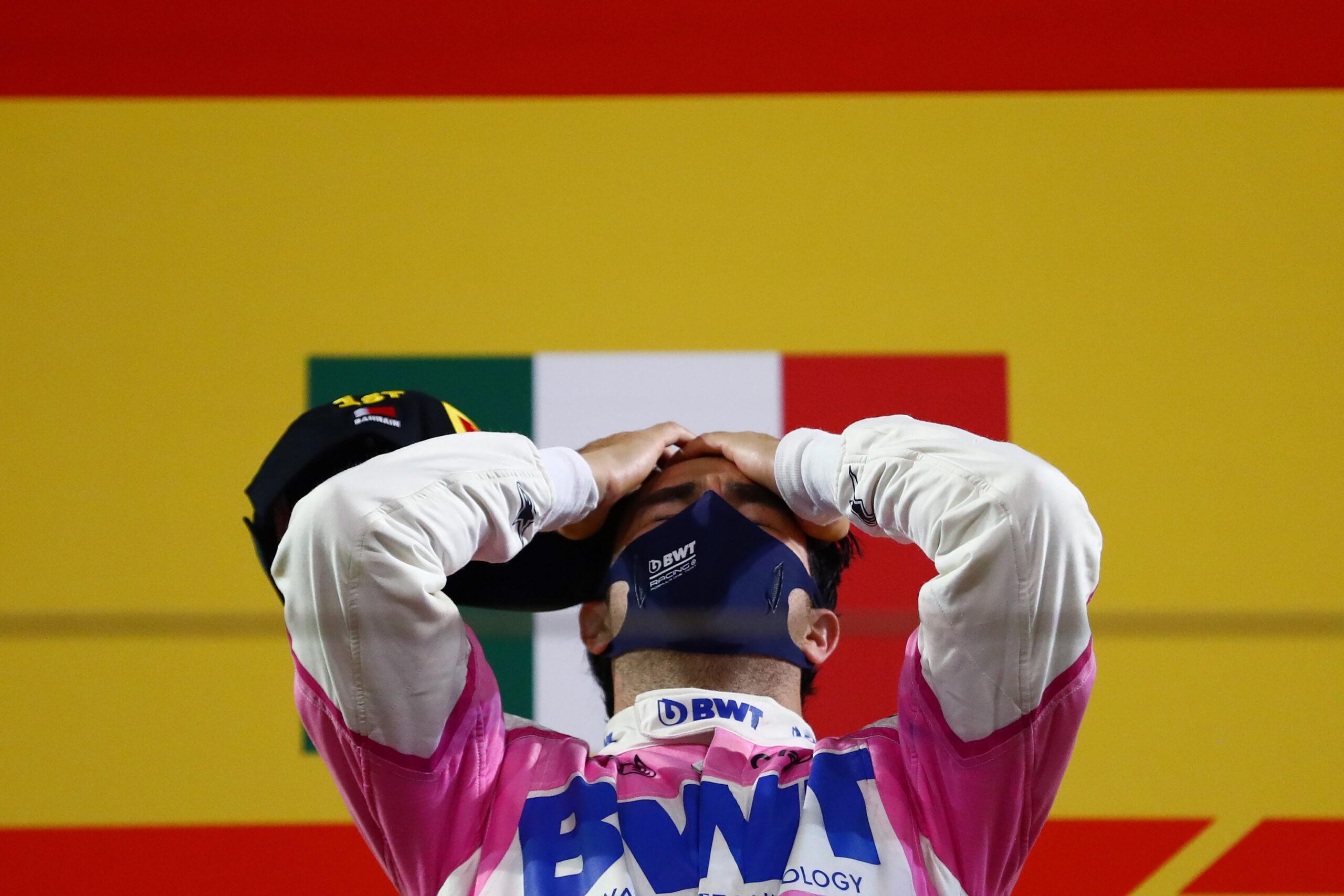 Sergio Checo Pérez llora al escuchar el himno nacional mexicano tras ganar en la Fórmula 1