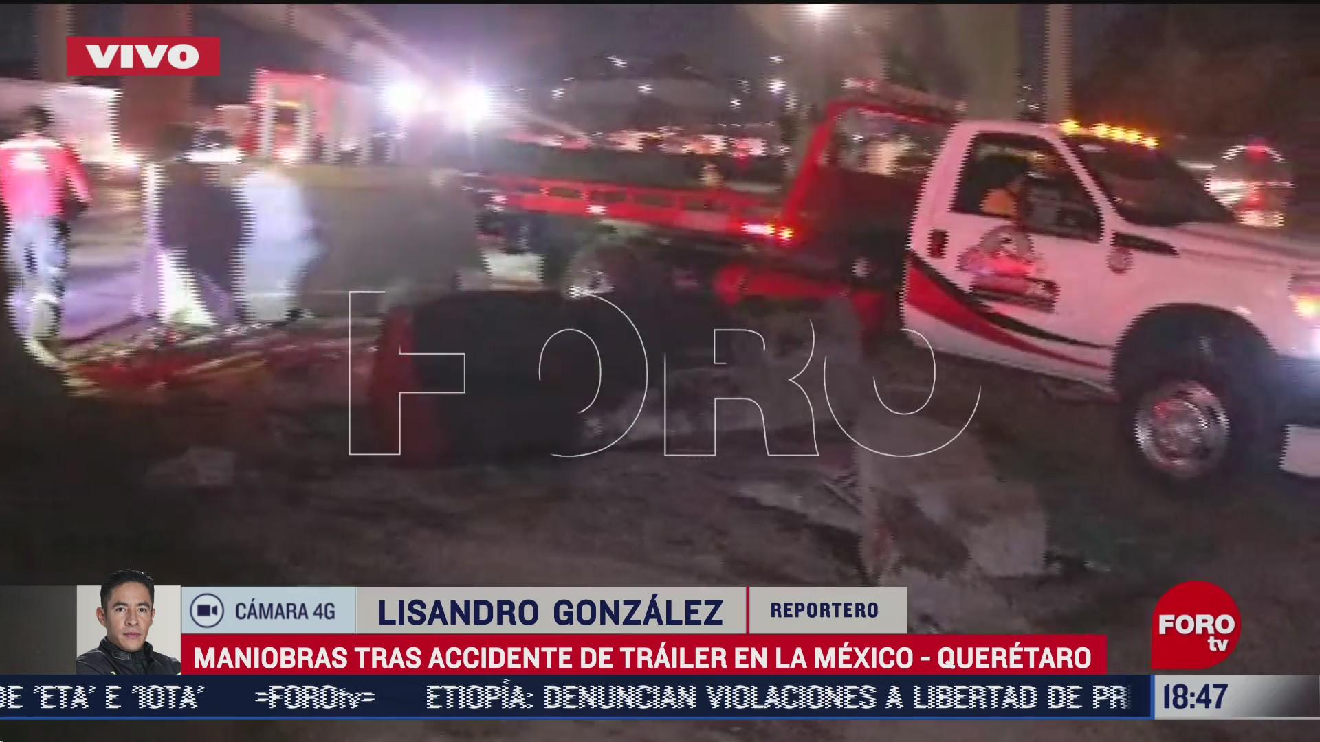 tráiler que se impactó contra el muro de contención en la autopista México-Querétaro