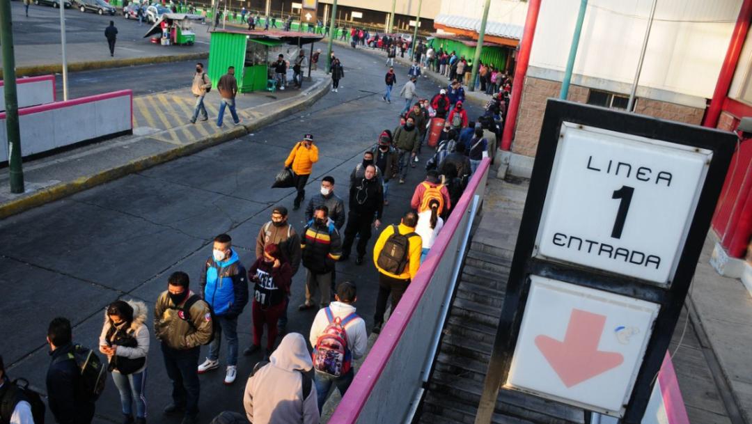 Fotos y videos: Usuarios viven falta del metro en la CDMX