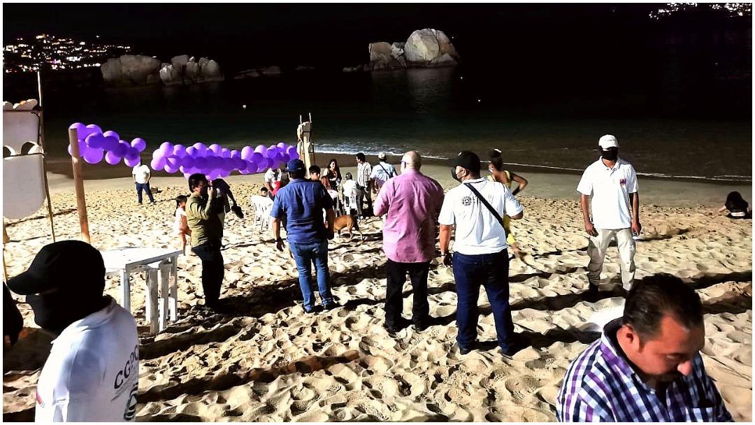 Autoridades desalojan personas en playas de Acapulco en celebración de Año Nuevo 2021 para evitar Covid