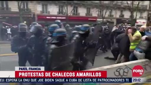 chalecos amarillos se manifiestan en francia contra la ley de seguridad