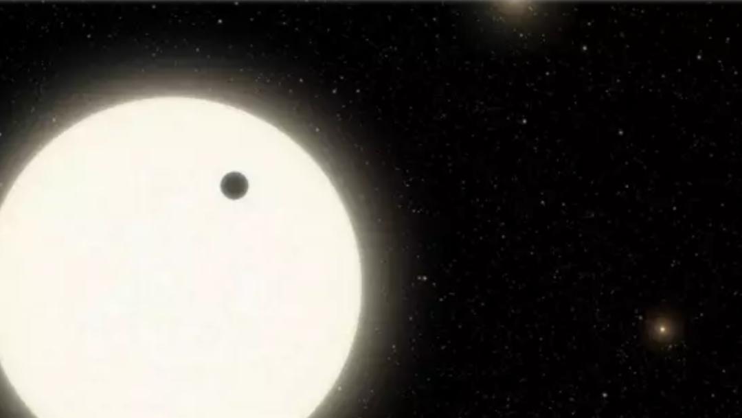 Investigadores encuentran un planeta con tres soles