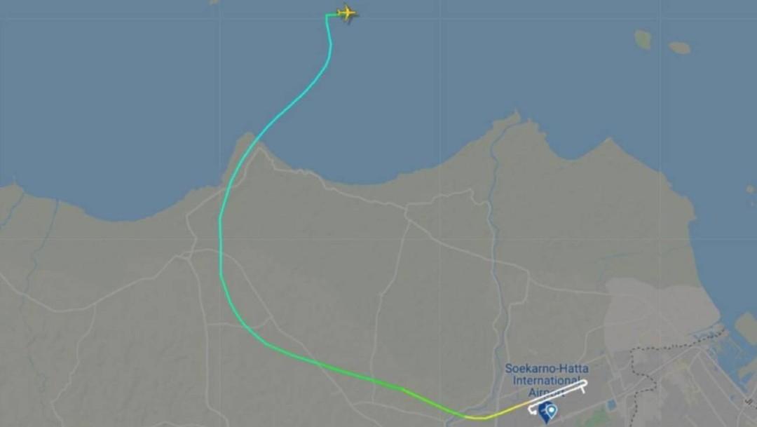 Indonesia pierde contacto con un avión comercial sobre el océano