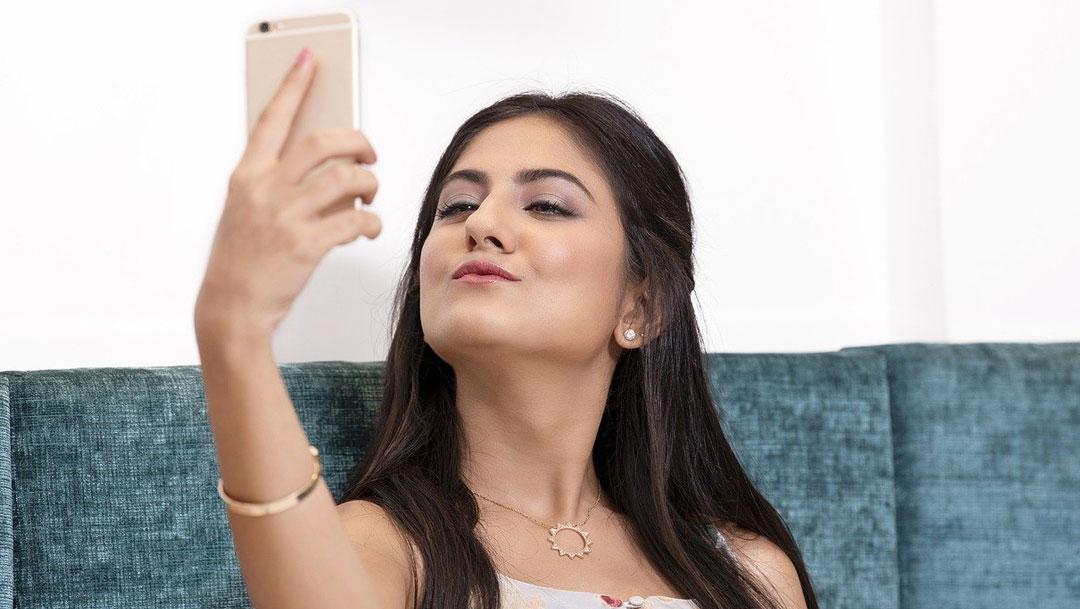 Jóvenes venezolanos venden fotos por OnlyFans como solución para poder subsistir a la crisis económica
