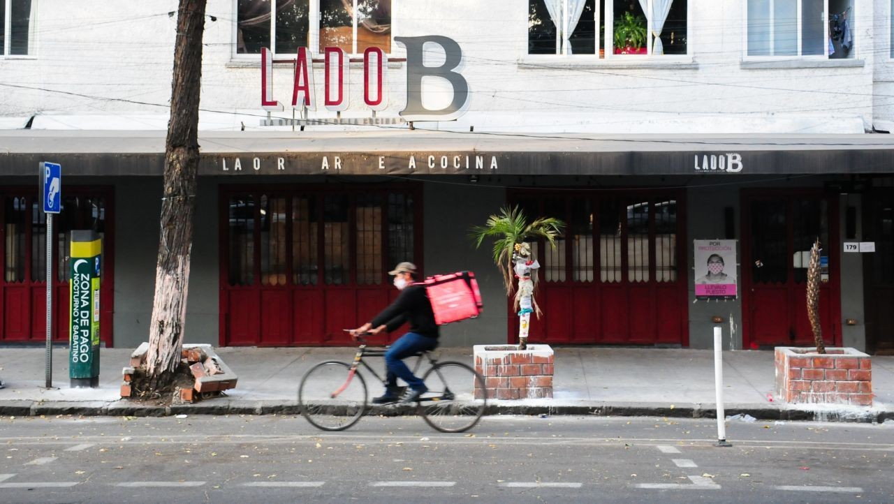 Sheinbaum pide a restaurantes evitar aperturas y cumplir medidas por COVID-19