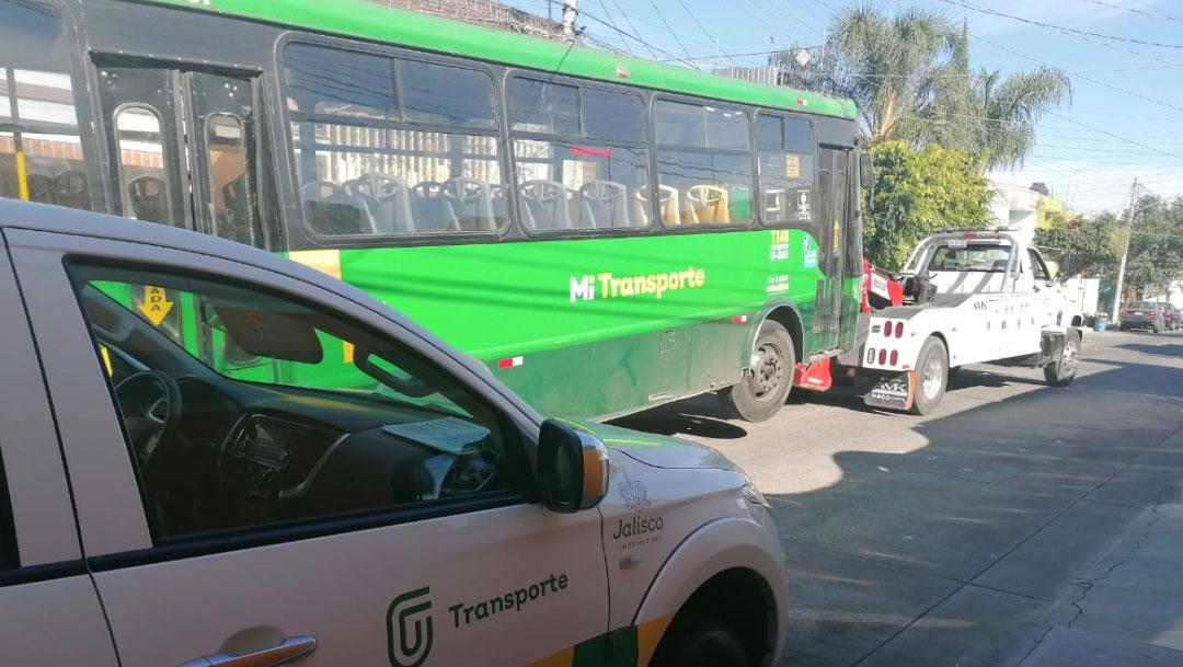 La Secretaría de Transporte de Jalisco informó que recovaron la licencia al chofer que agredió a conductor que le recriminó tirar basura