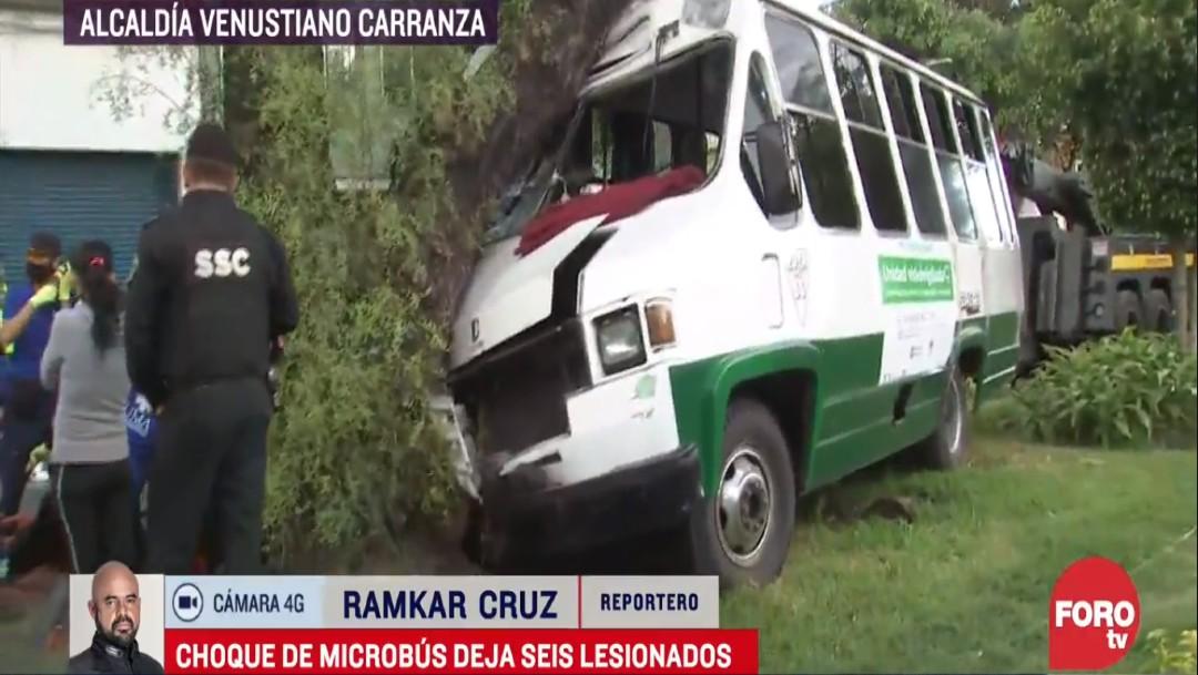 Seis pasajeros resultan heridos tras choque de microbús con árbol en la Venustiano Carranza